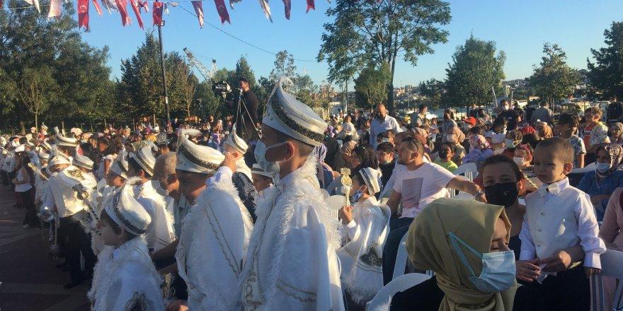 Beyoğlu'nda çocuklar toplu sünnet şöleninde doyasıya eğlendi