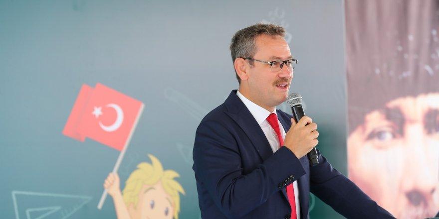 Başakşehir'de ilk zili başkan Kartoğlu çaldı