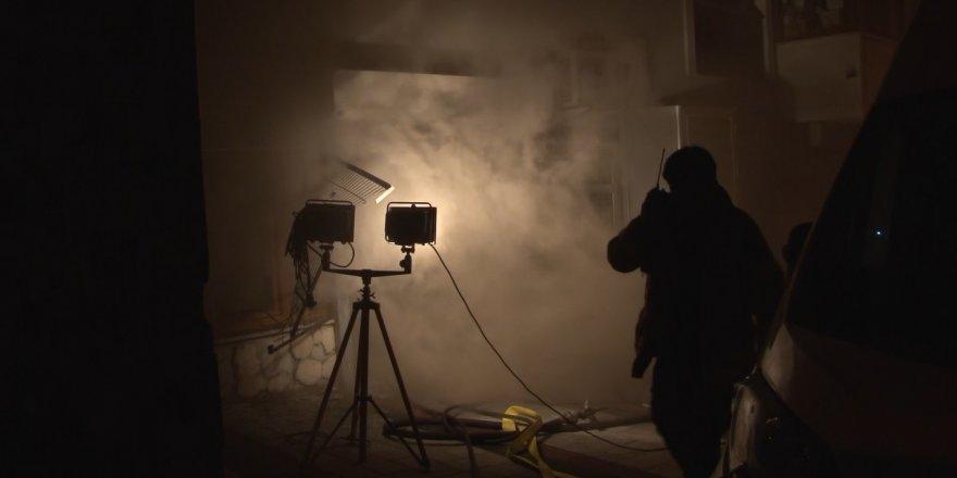 Sultangazi'de 12 katlı sitenin otoparkındaki lastik deposunda yangın paniği