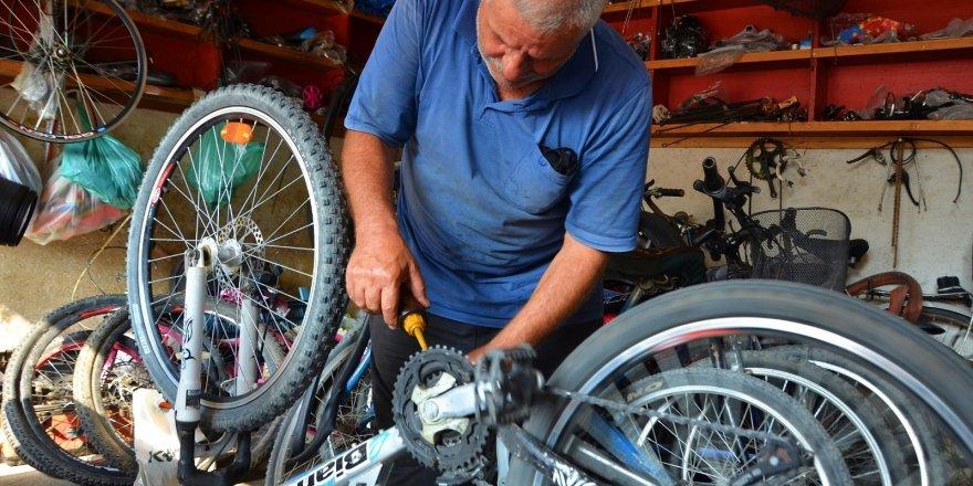 Yarım asırdır bisikletlere hayat veriyor