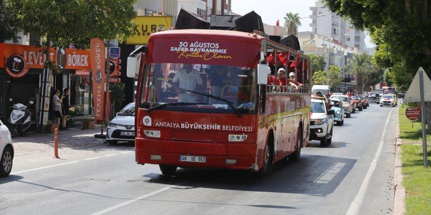 Antalya Caddelerinde mobil kortej coşkusu