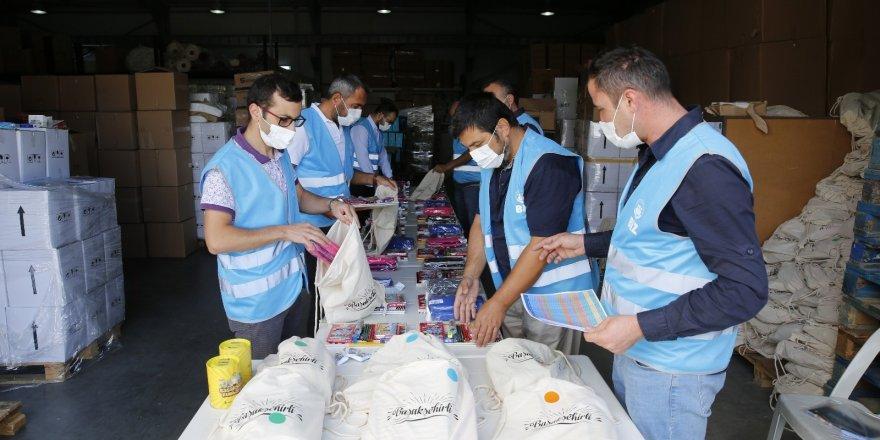 Öğrencilerin kırtasiye malzemeleri Başakşehir Belediyesi'nden