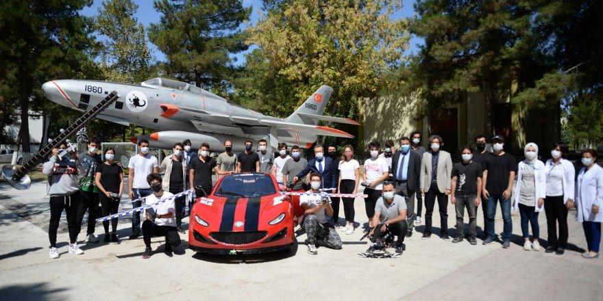 Rektör Kılavuz'dan Teknofest'te yarışan öğrencilere moral ziyareti