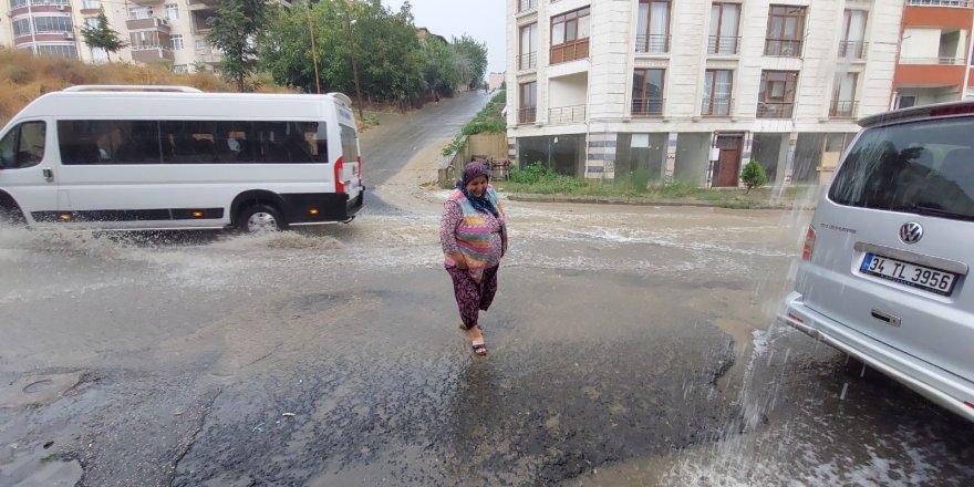 Tekirdağ'da kuvvetli yağış hayatı felç etti