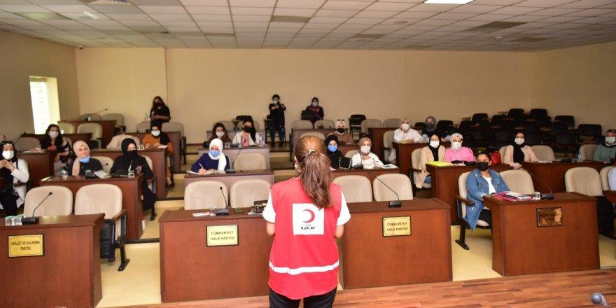 Tuzla'da Anne Çocuk Eğitim Merkezi öğretmenlerine ilk yardım dersi verildi