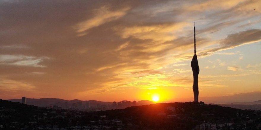 Çamlıca Kulesi ile gün doğumu birleşti, kartpostallık görüntüler oluştu