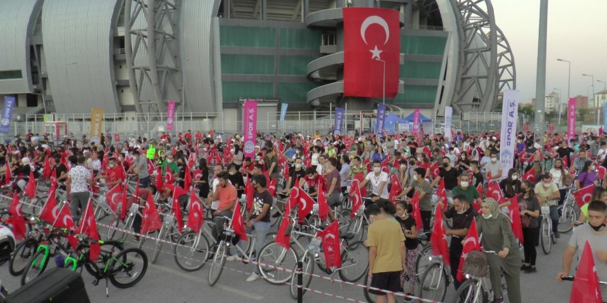 30 Ağustos Bisiklet Turu'nda bin 200 kişi pedalladı