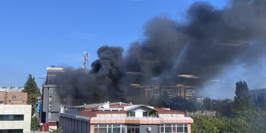 Bahçelievler'de bulunan bir fabrikada bilinmeyen bir nedenle yangın çıktı. Olay yerine itfaiye ve polis ekipleri sevk edildi.