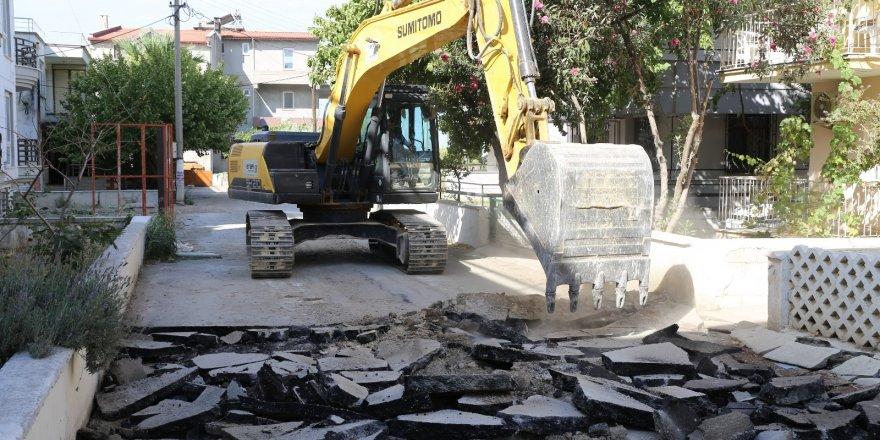 Burhaniye'de yollar yenileniyor