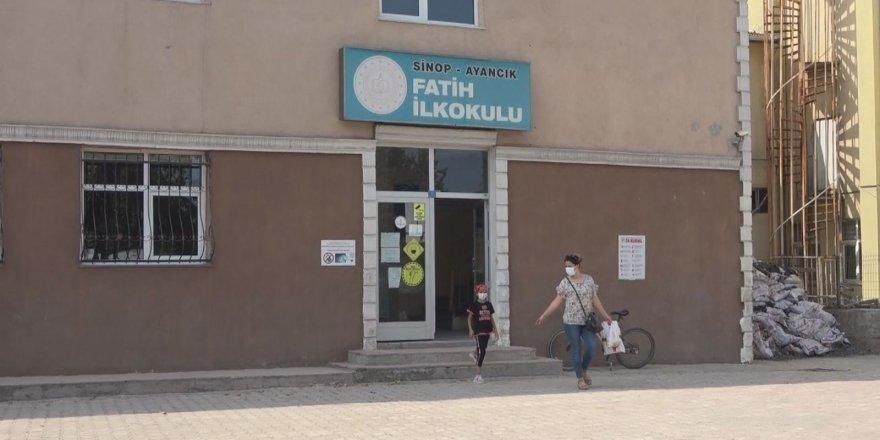 Selden etkilenen Ayancık'ta okullar eğitime hazırlandı