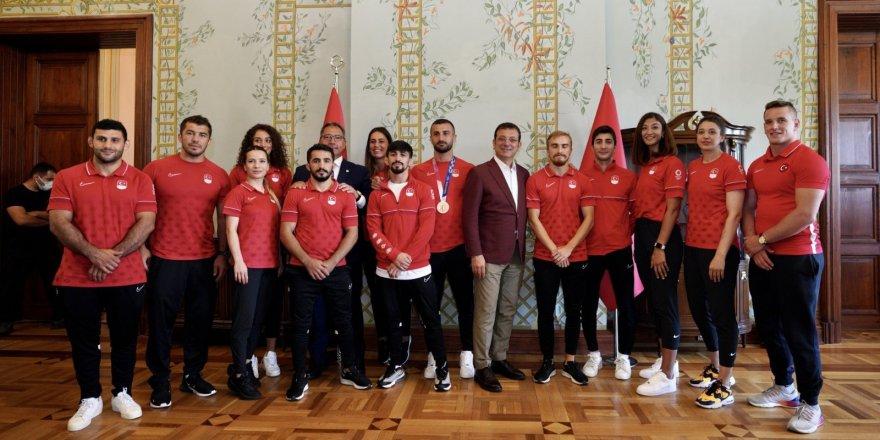 Ekrem İmamoğlu, milli sporcularla buluştu