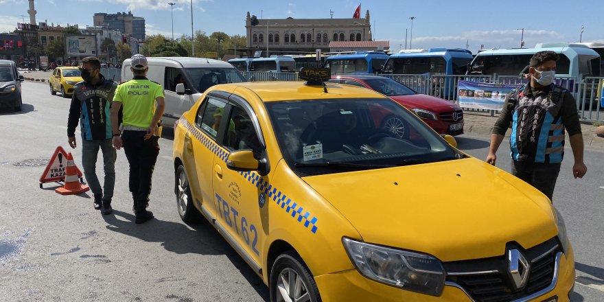 Trafik polislerinden taksi denetimi