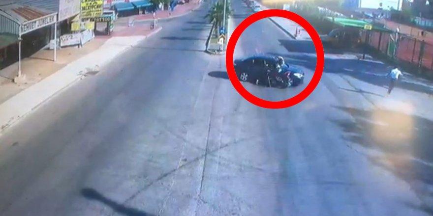 Motosikletten otomobilin üzerine uçtu