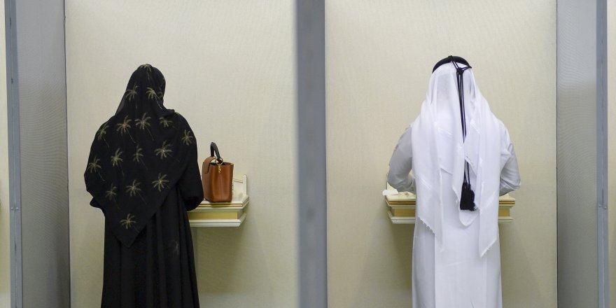 Katar'da halk seçime koştu