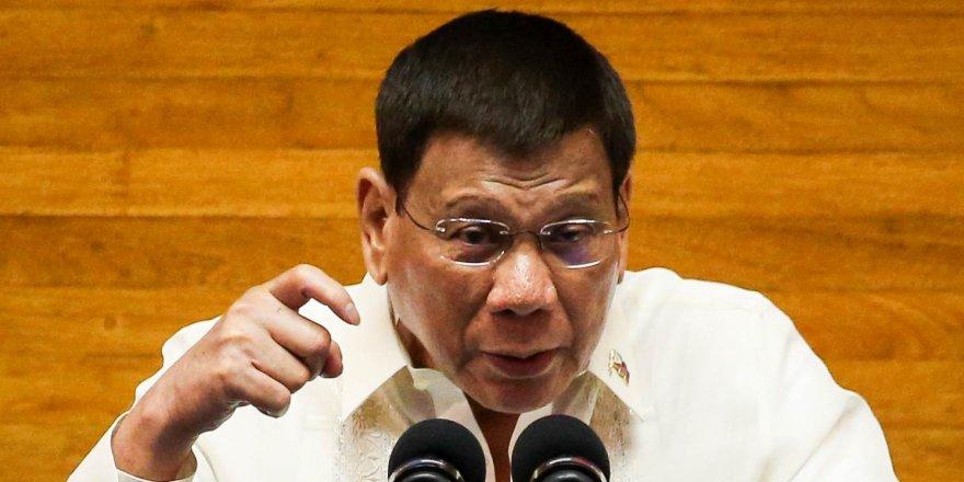 Filipinler devlet başkanı siyaseti bıraktı