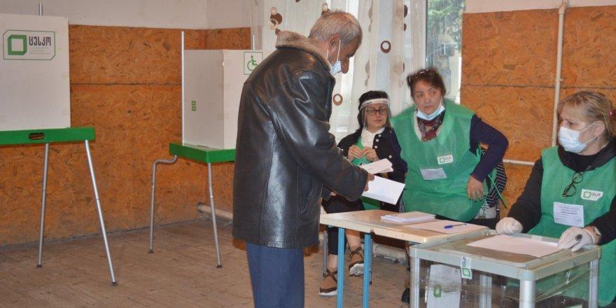 Gürcistan'da belediye başkanlarını seçti