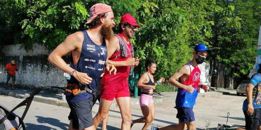 Meksika'yı 120 günde koşarak geçti