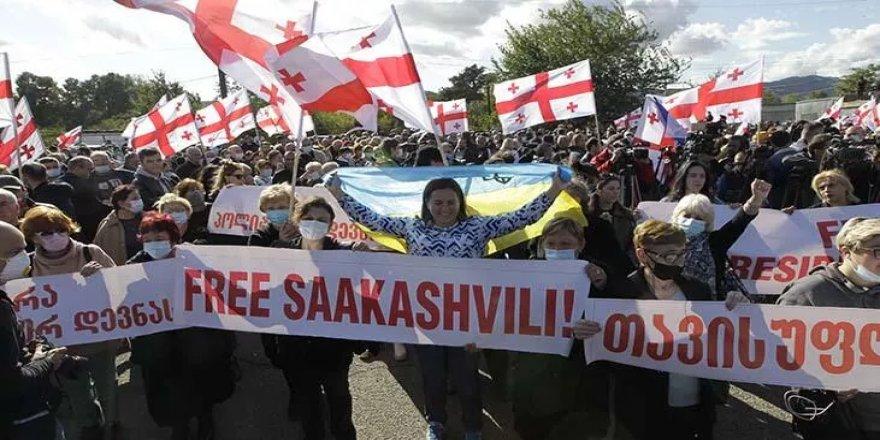 Saakaşvili'ye destek gösterisi