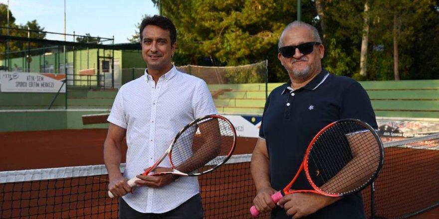 Ödüllü Cumhuriyet tenis turnuvası