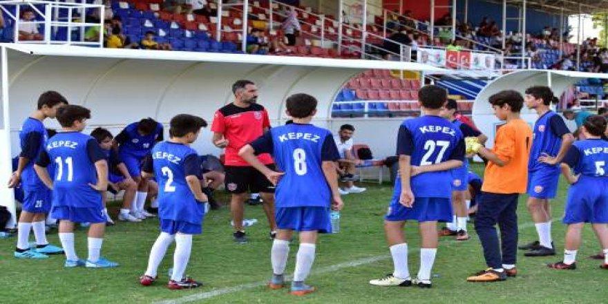 Geleceğin futbolcuları Kepez'de keşfediliyor