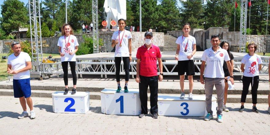 Milli takıma seçilen Sıla Ata 'Büyük Zafer Koşusu'nda birinci oldu