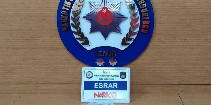 Adnan Menderes Havalimanı'nda uyuşturucu operasyonu: 1 gözaltı