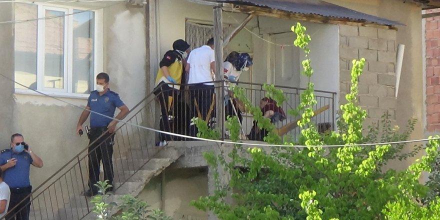 Silahlı çatışmada, balkonda uyuyan yaşlı kadın vuruldu