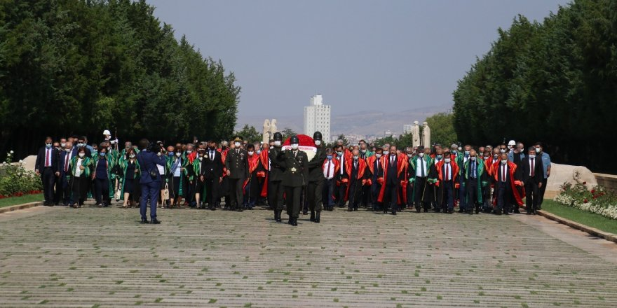 Yargıtay adli yılın ilk gününde Anıtkabir'e ziyaret gerçekleştirdi
