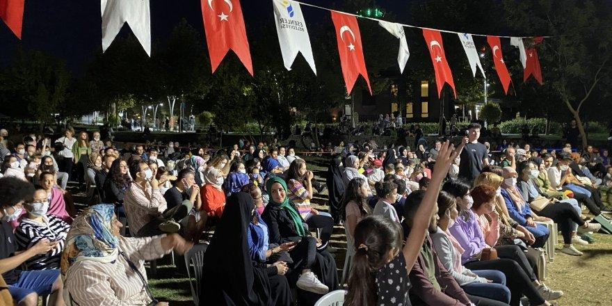 Esenler Açık Hava Tiyatro Festivali'ne vatandaşlardan yoğun ilgi